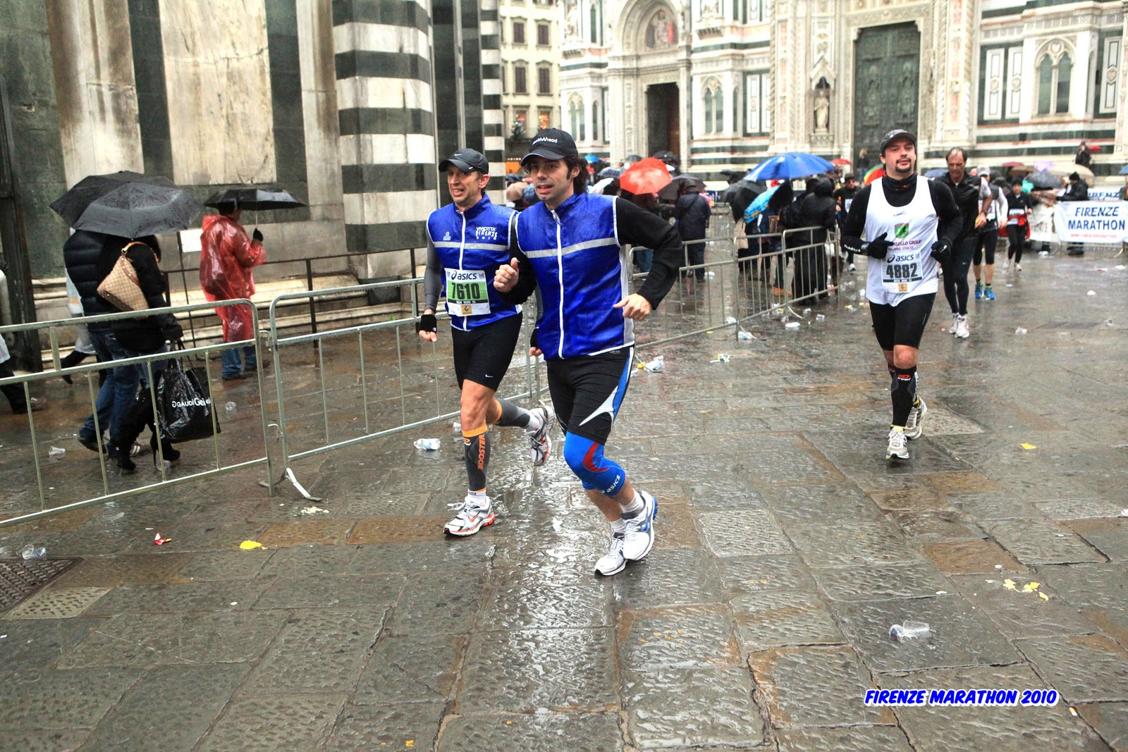 48a82ceb9e Conosco bene questo tratto, ogni corsa che si tiene a Firenze non può  prescindere da partenza, passaggio o arrivo in piazza del Duomo e piazza  della ...