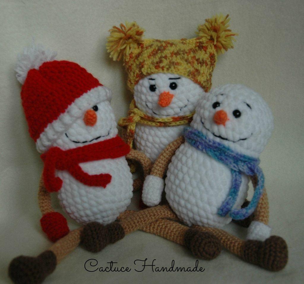 Вязаные снеговики крючком