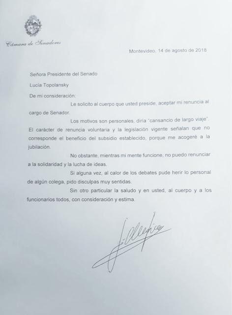 José Mujica abandona su cargo de senador