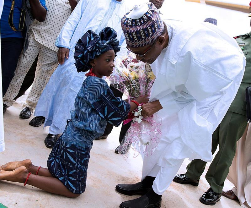 Aww! This photo of a little Yoruba girl and president Buhari in Osun