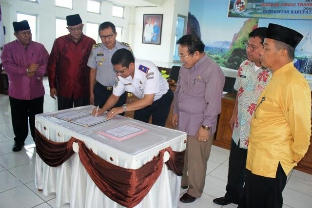 tanda tangan kerja sama pola pembibitan