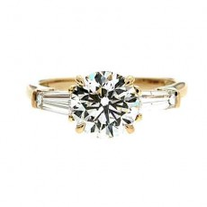 Flashy White Engagement Ring For The One You Love