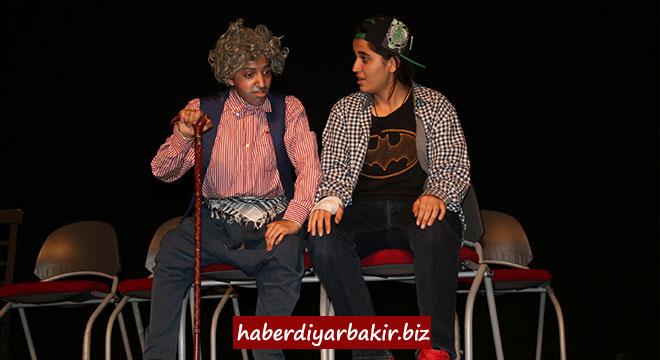 Diyarbakır Büyükşehir Belediyesinin 14. Liselerarası Tiyatro Şenliği başladı