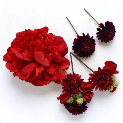芍薬とマムの髪飾り(赤)_ウェディングブーケと花髪飾りairaka
