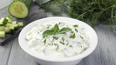 Блюдо греческой кухни . Цацики является составной частью мезе. Используется как соус-дип к хлебу или овощам. Также соус подают к мясным блюдам, или к жареной рыбе.