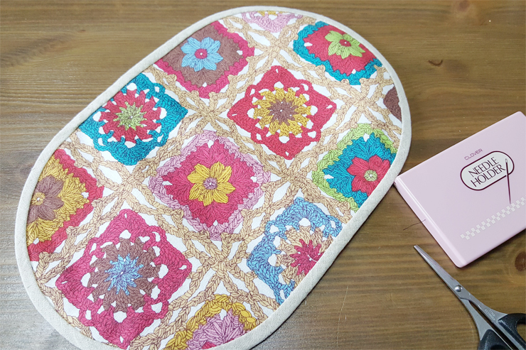 Cute half-round zipper pouch bag. DIY tutorial in pictures.