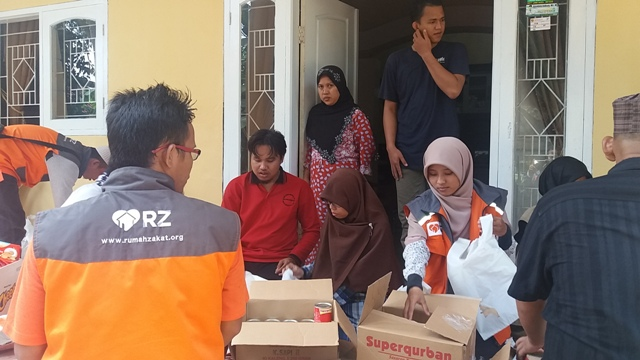 Reportase Aksi RZ Cilegon di Lokasi Bencana Banjir Carita