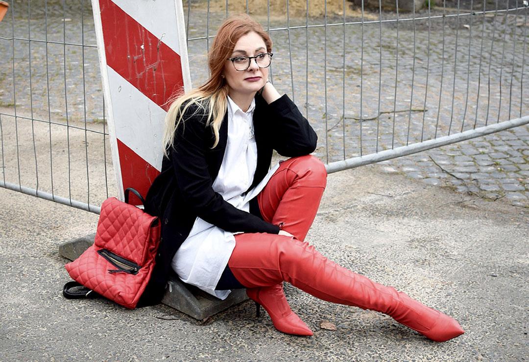Streetstyle mit roten Overknees, Outfit mit roten Overknees