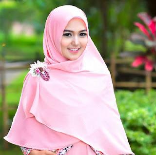 Tips Memakai Jilbab Sesuai untuk Wajah Bulat