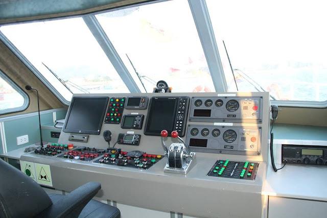 Khoang lái Tàu Supper biển đông