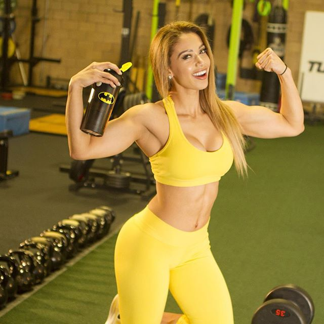Fitness Model Lais DeLeon instagram photos