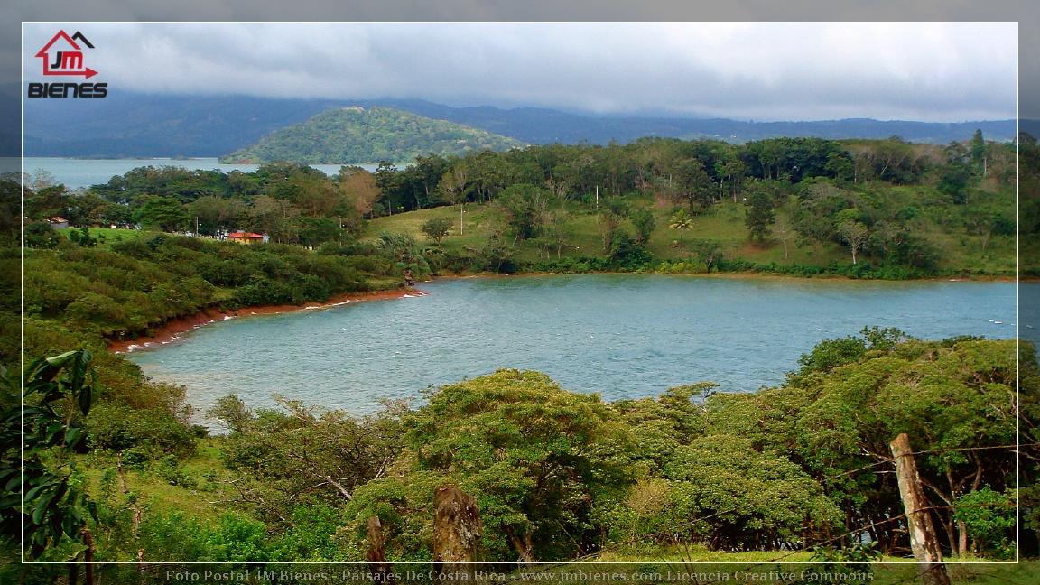 Panorámica Del Lago Arenal Y Península De Tronadora