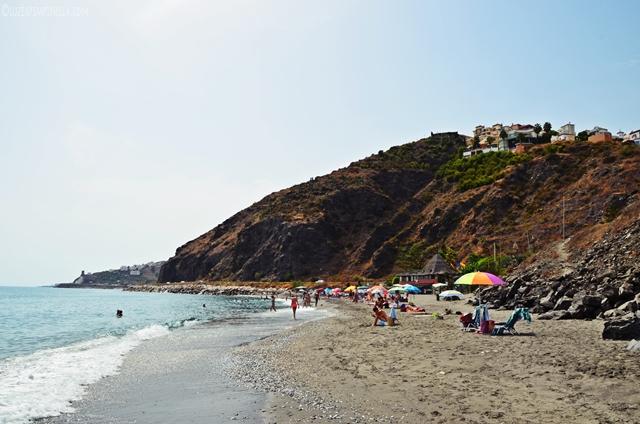travel | andalusien roadtrip - badestop am PLAYA EL PENONCILLO | luziapimpinella.com