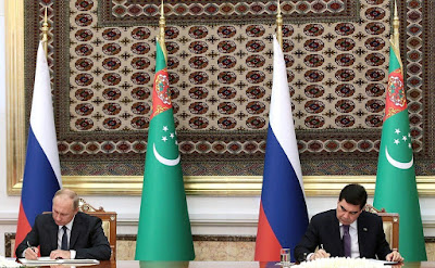 Vladimir Putin and Gurbanguly Berdimuhamedov signing documents following Russian - Turkmenistan talks in Ashgabat.
