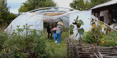 Une école où l'on apprend le jardinage en plus des maths et du français : Caminando
