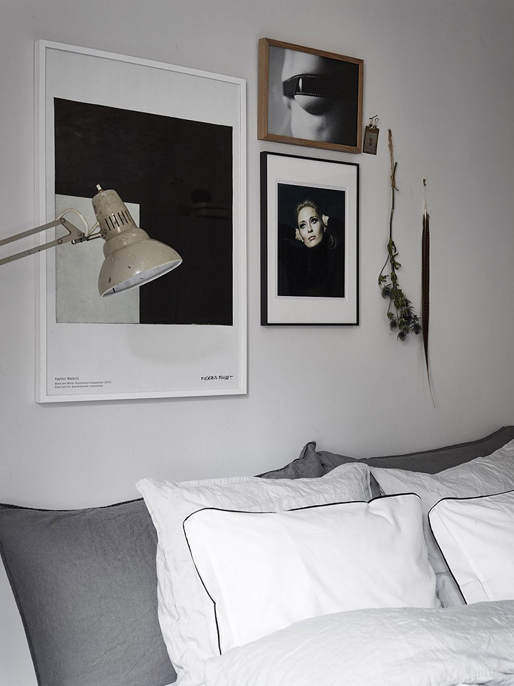 Black and white art on the bedroom wall | Historiska Hem