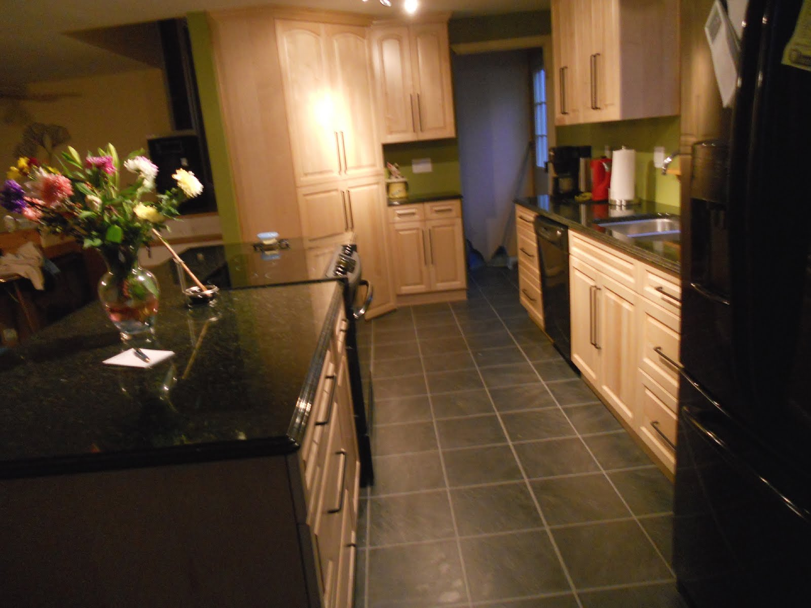 FIVE STAR PHOTO GALLERY: Natural Maple Cabinets on Maple Cabinets With Black Countertops  id=53723