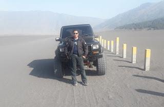 Foto dengan Jeep di Gunung Bromo