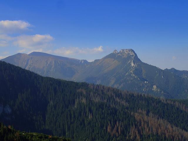 Giewont widziany z Przełęczy między Kopami
