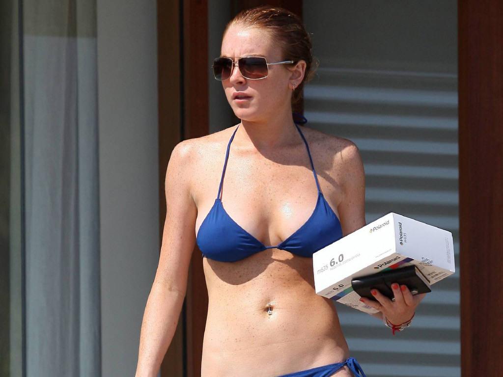 Lindsay lohan blue bikini wallpaper