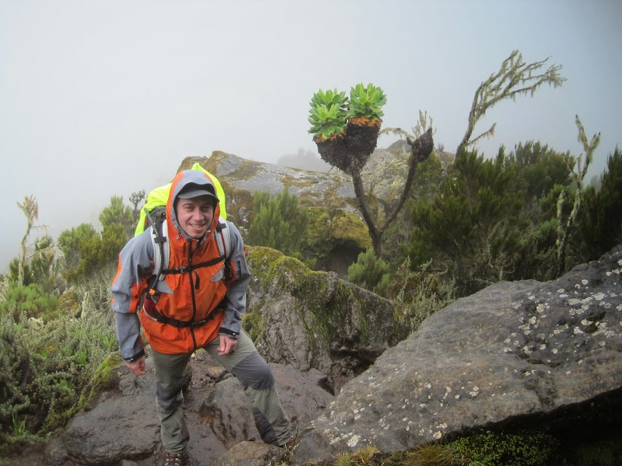 ENLACIMA-Lipe-en-medio-de-un-paisaje-encantado-Ruta-Machame-Kilimanjaro