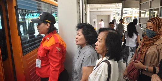 Transjakarta Akui E-ticketing Bikin Penumpang Bingung