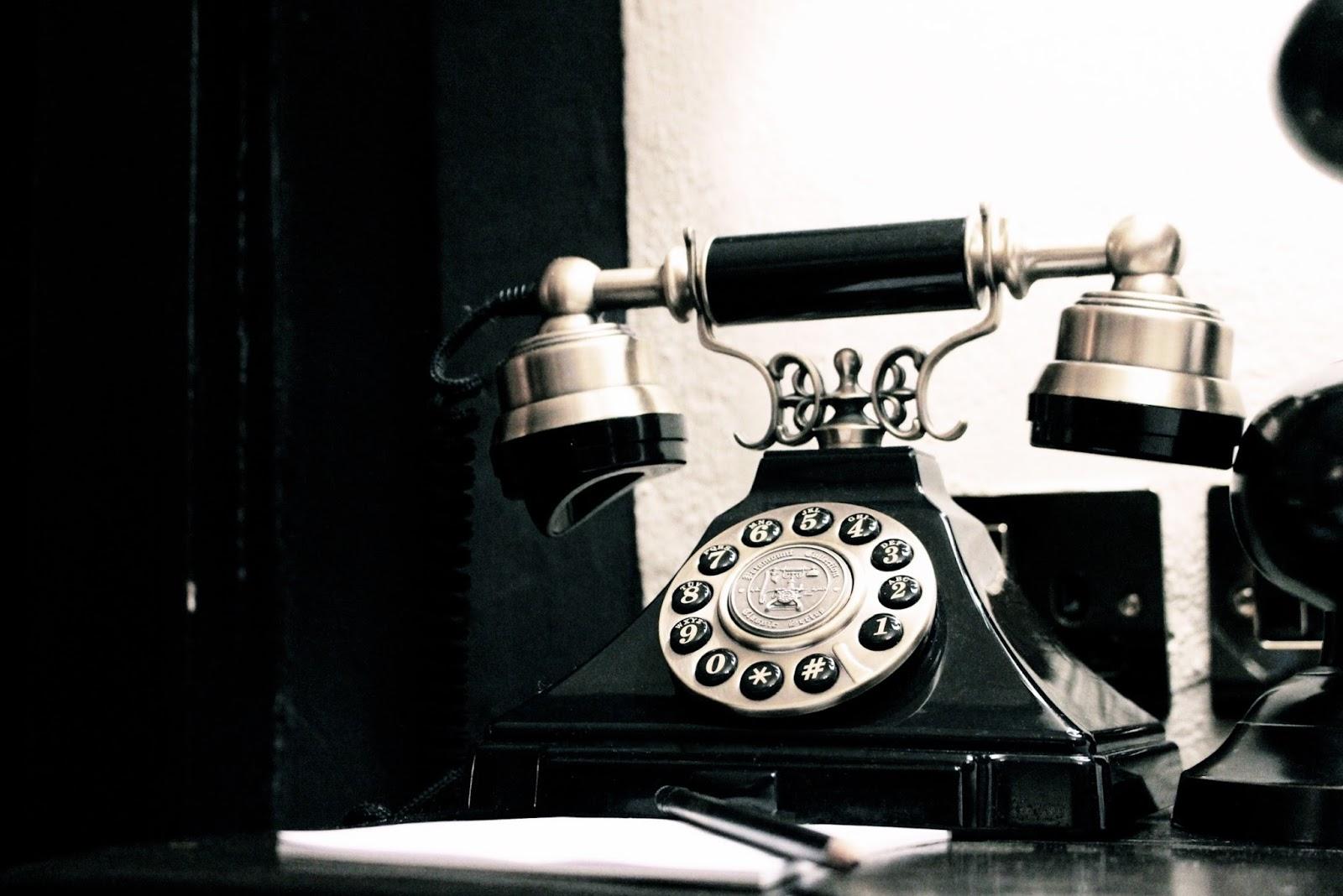 Old fashioned black telephone