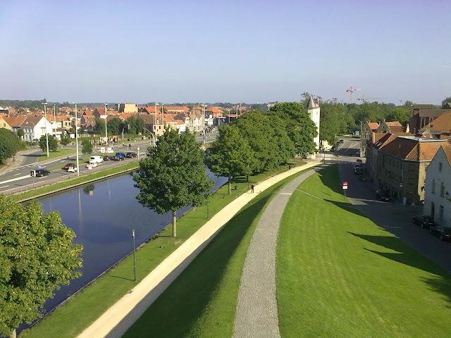 Vista de um dos moinhos que subi Bruges Bélgica Pode subir