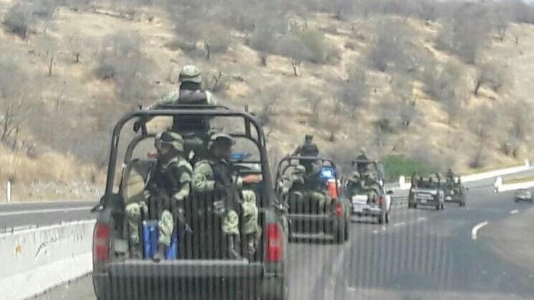 Del Cartel Jalisco, los 8 detenidos el lunes tras balacera en Aguililla, Michoacán