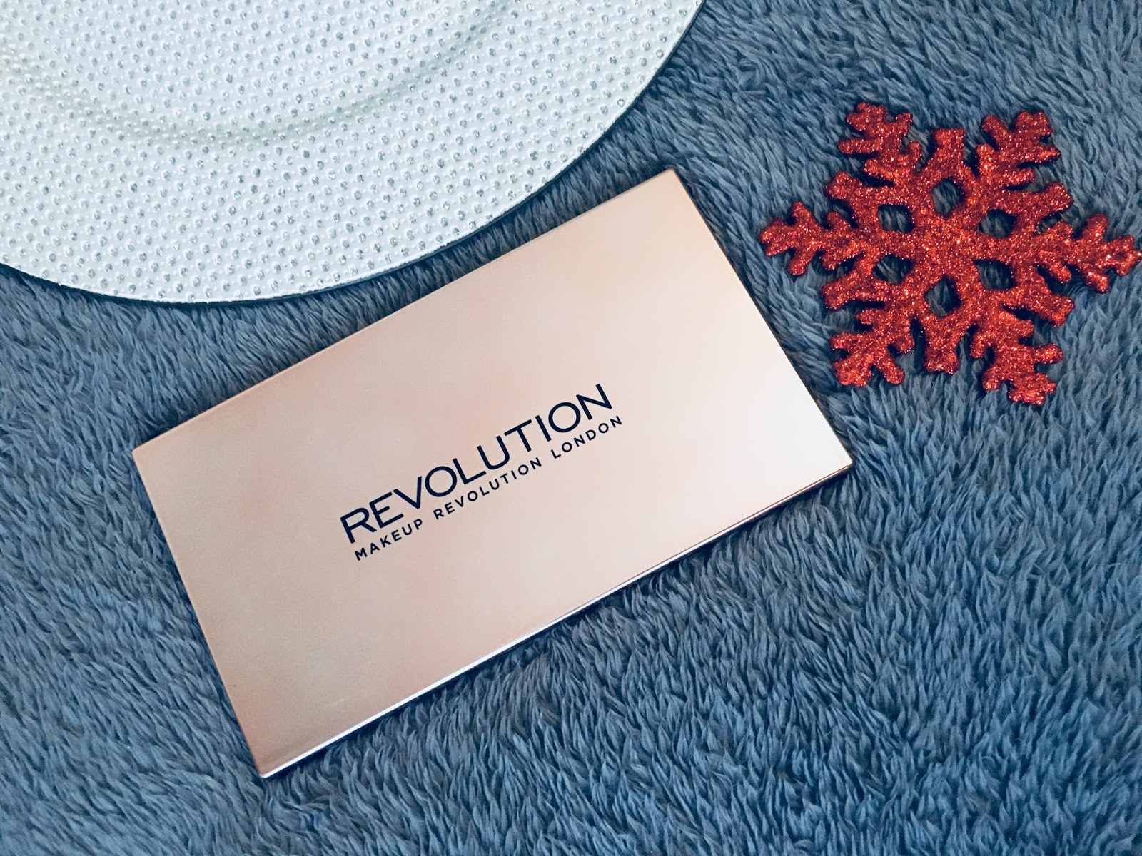 MAKEUP REVOLUTION: FLAWLESS 4