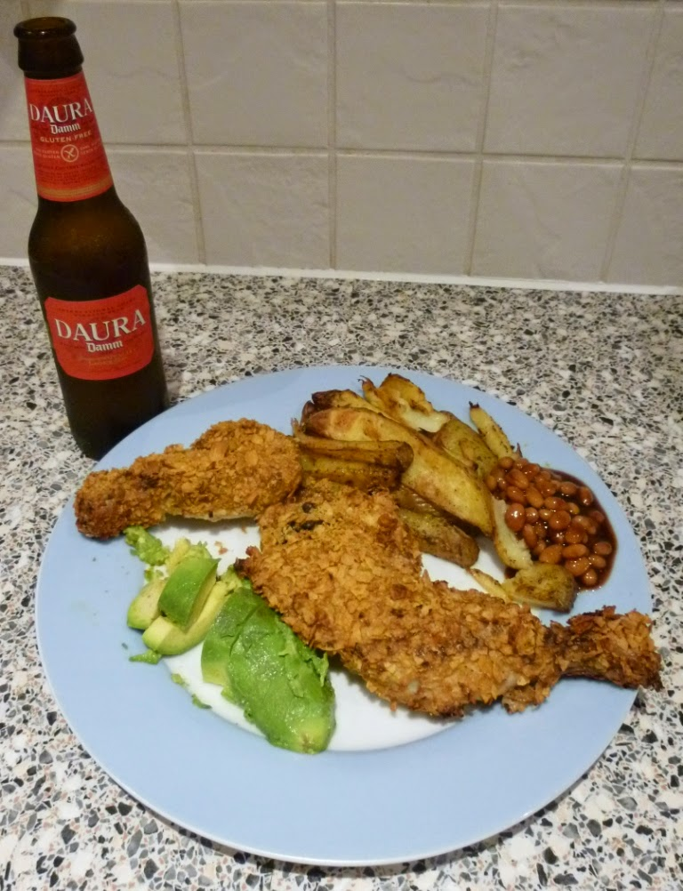 Southern-style baked chicken coated with crushed Nestle Gluten Free Corn Flakes, served with paprika potato wedges, BBQ beans and an avocado. Washed down with a chilled Estrella Damm Daura gluten free beer. Delicious food, gluten free or otherwise
