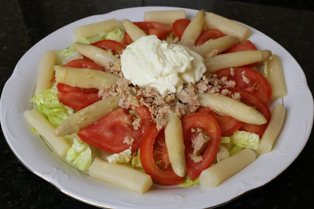 Ensalada de tomates y espárragos