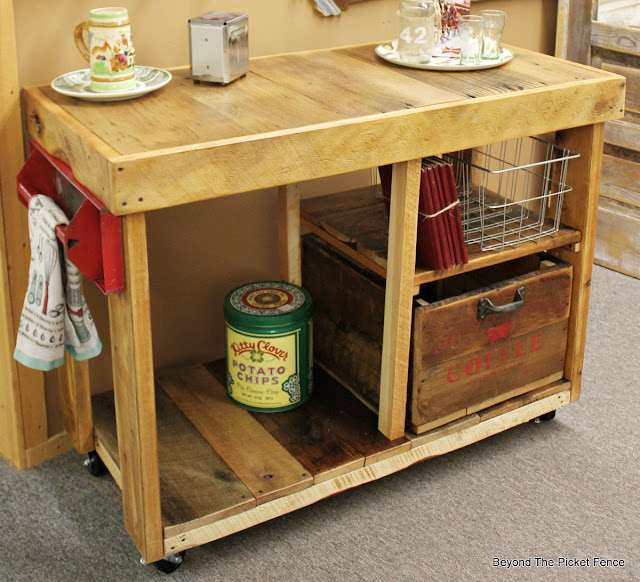 kitchen island, reclaimed wood, barnwood, DIY, toolbox, repurposed, dalvaged, crate, http://bec4-beyondthepicketfence.blogspot.com/2016/02/reclaimed-wood-island.html