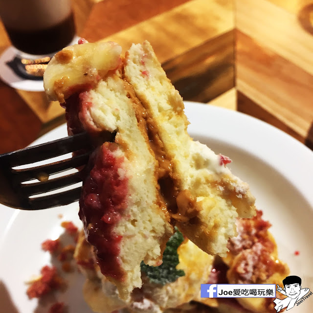 IMG 0338 - 【台中甜點】jamling Cafe 台中 - 來自東京鬆鬆軟軟入口即化的鬆餅 貓王鬆餅 吃起來有花生的甜 培根的鹹 ~一整個超級特別!!