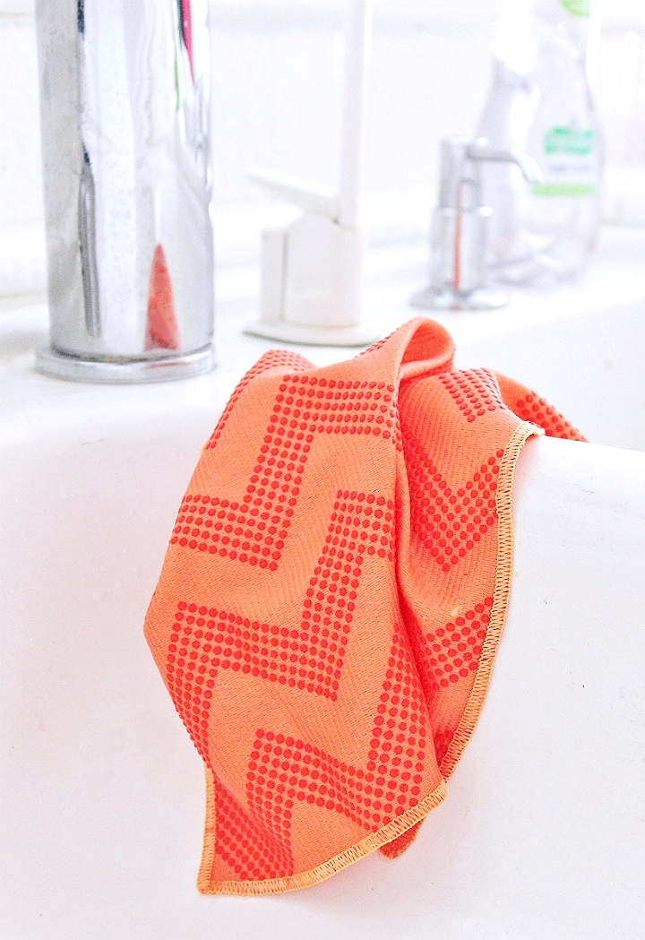 Tips to keep your kitchen and home clean with #TeamDishCloth and how to transfer photos onto hard surfaces tutorial. #MySpringClean #AD