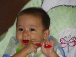 Bebé 6 meses comiendo