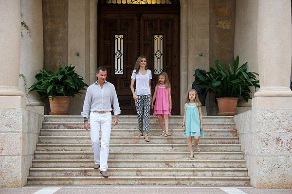 Queen Letizia and their daughters arrived in Palma de Mallorca for summer holiday