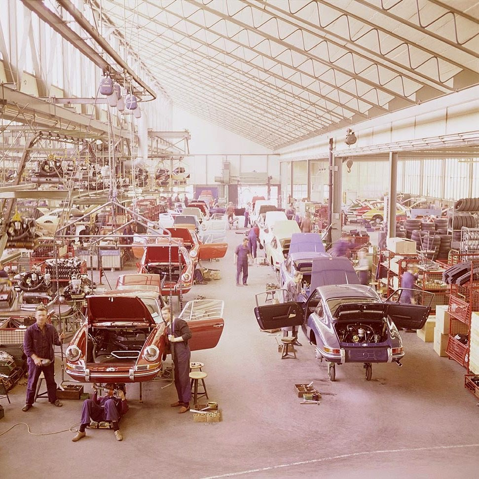 Ultimate Collection Of Rare Historical Photos. A Big Piece Of History (200 Pictures) - The assembly line of Porsche