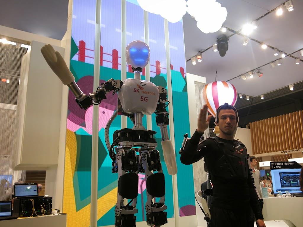 [MWC2015] 5G應用:危險工作,讓代理機器人來!