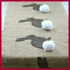 Camino de mesa en arpillera