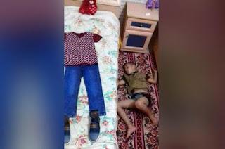 طفل يرتب ملابس العيد على السرير وينام على الأرض