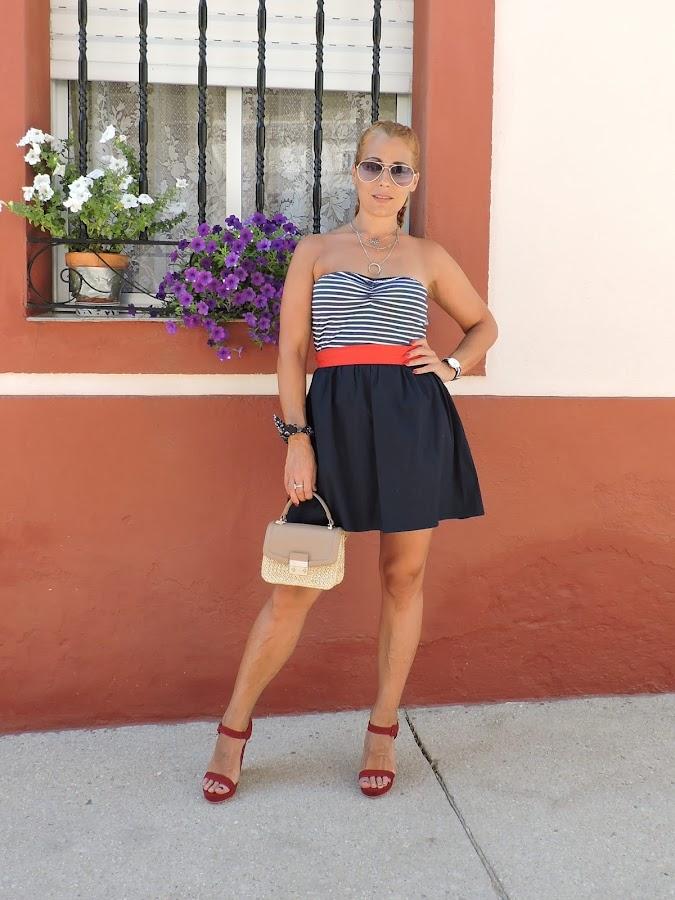 como-combinar-vestido-rojo-blanco-azul
