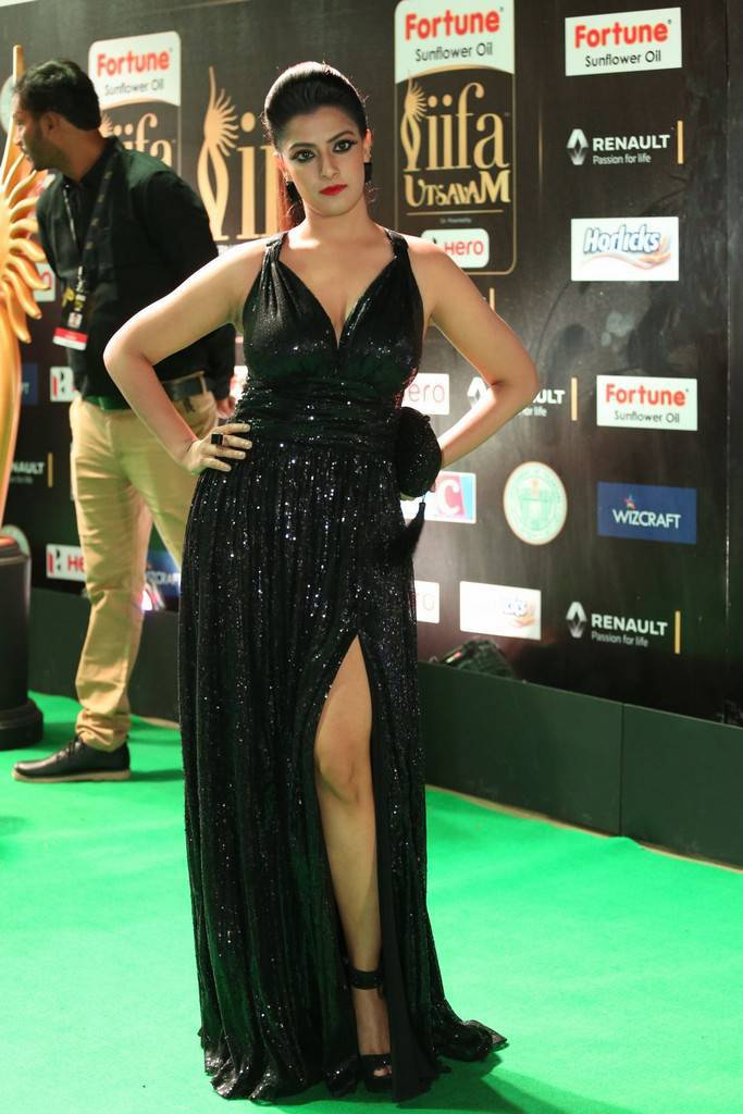 Kollywood Actress Varalaxmi Sarathkumar At IIFA Awards 2017 In Black Dress