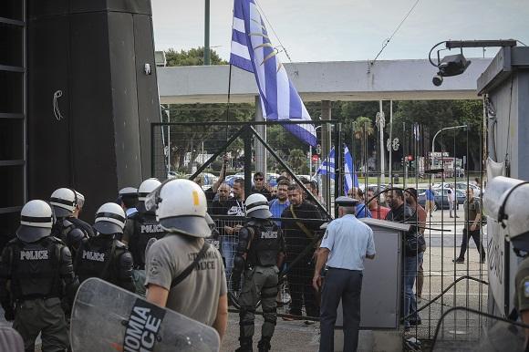 Πετροπόλεμος και χημικά στη Θεσσαλονίκη για την Συμφωνία των Πρεσπών