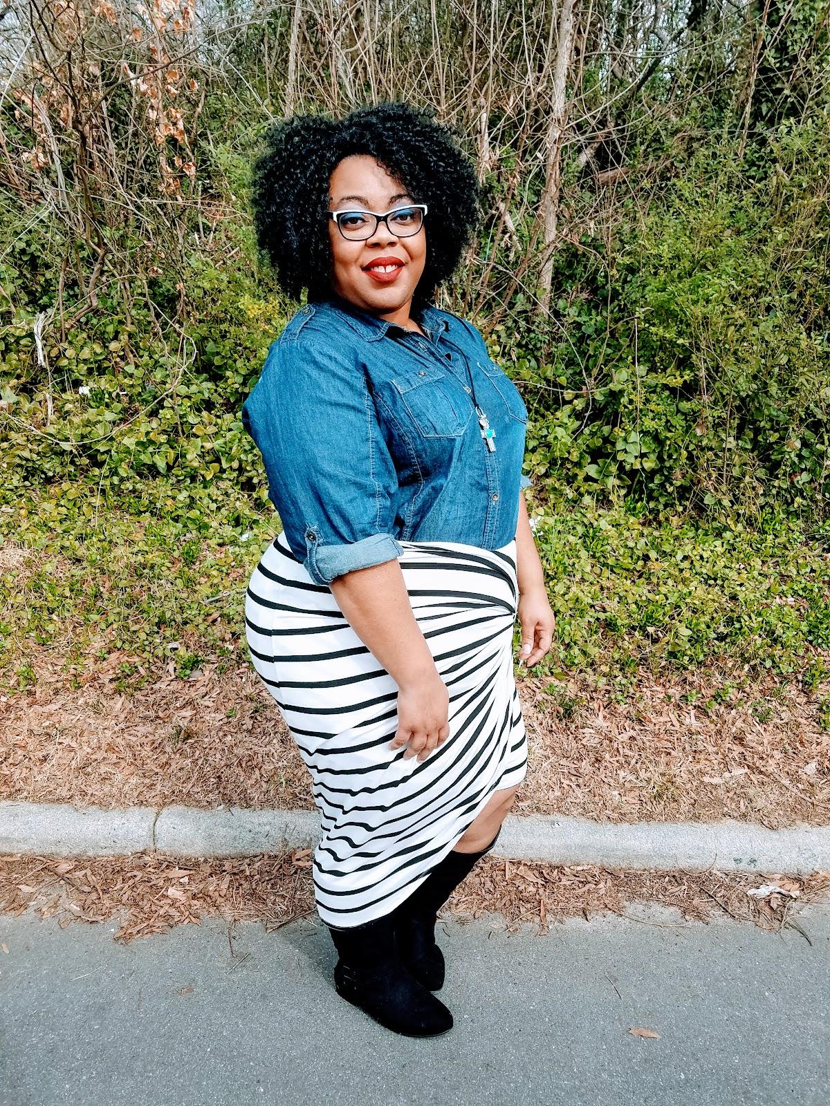curvy girl, bbw, fashion blogger, stripes, denim, boots, natural hair, matte lips