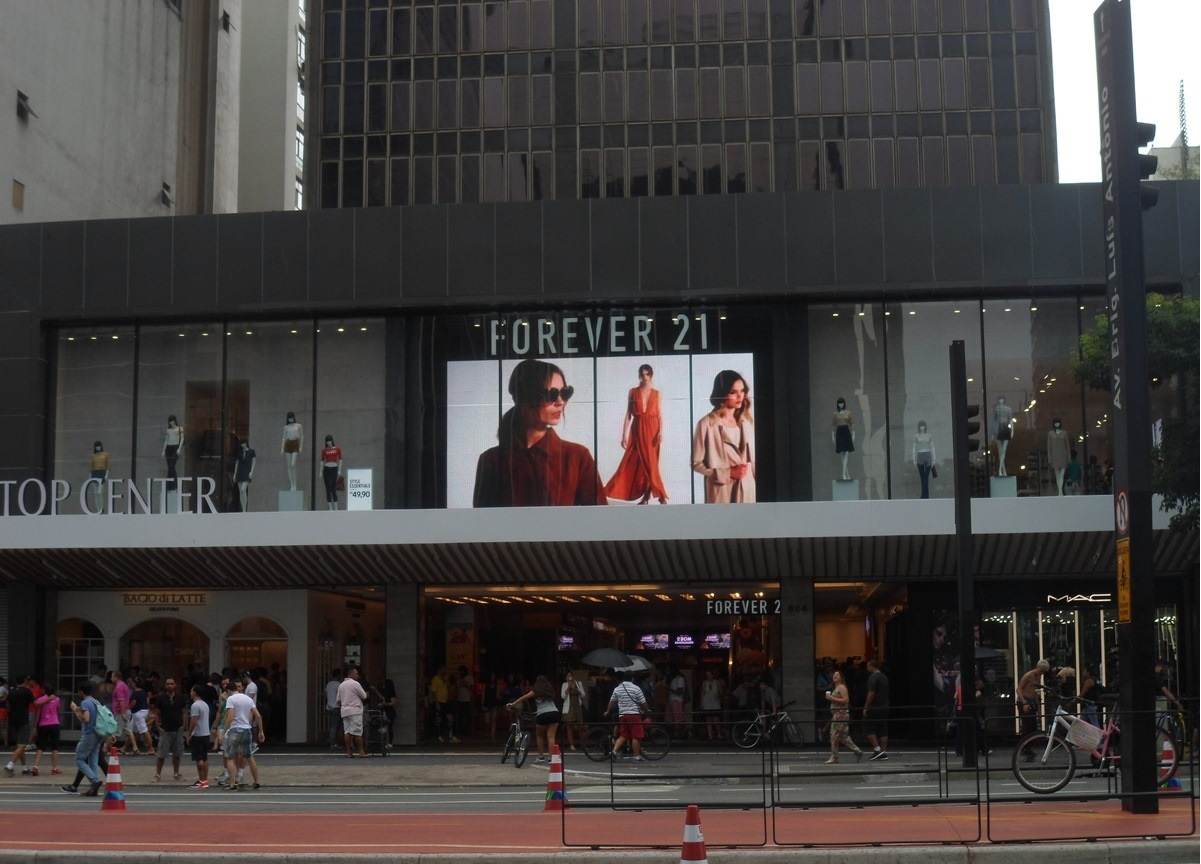 512b3ee0cc0 Chat Preto  Compras Forever 21