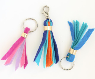 http://www.akailochiclife.com/2016/02/craft-it-felt-key-and-purse-tassels.html