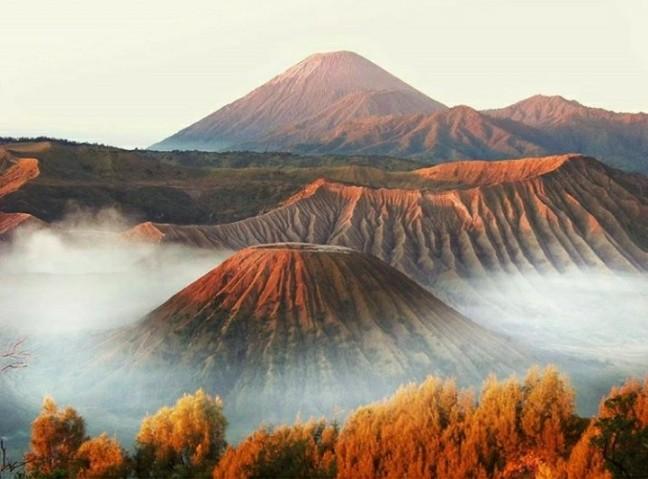 Gunung batok,  bromo dan semeru