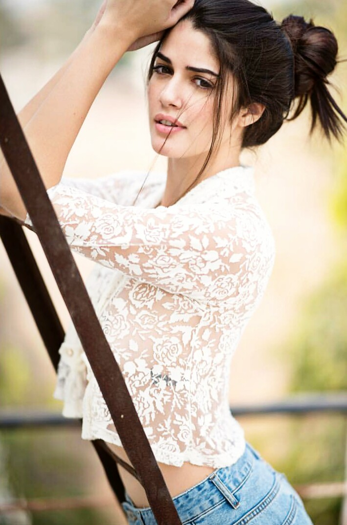 Izabelle Leite latest hot photos and wallpapers