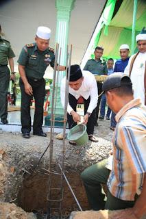 Plt Bupati Labuhanbatu Letakkan Batu Pertama Renovasi Masjid Baitul Hikmah Kodim 0209/LB